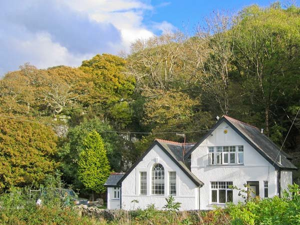 IS Y DERI, woodburner, enclosed garden, large family cottage near Harlech, Ref - Image 1 - Harlech - rentals
