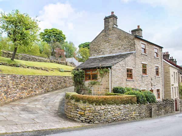 NIMBUS HOUSE two en-suites, garden, off road parking in Whaley Bridge Ref 937525 - Image 1 - Whaley Bridge - rentals