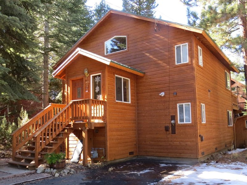 Front of the house in Spring - The Tahoma Cabin, Walk to Beach,Fenced Lawn HotTub - Tahoma - rentals