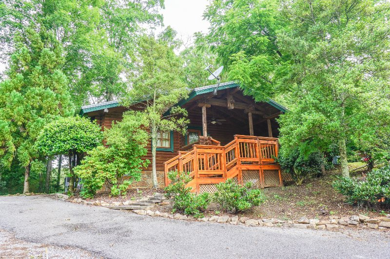 """Driveway to parking for  """"Running Bear"""" - The Allure of This Den Await's You! - Sevierville - rentals"""