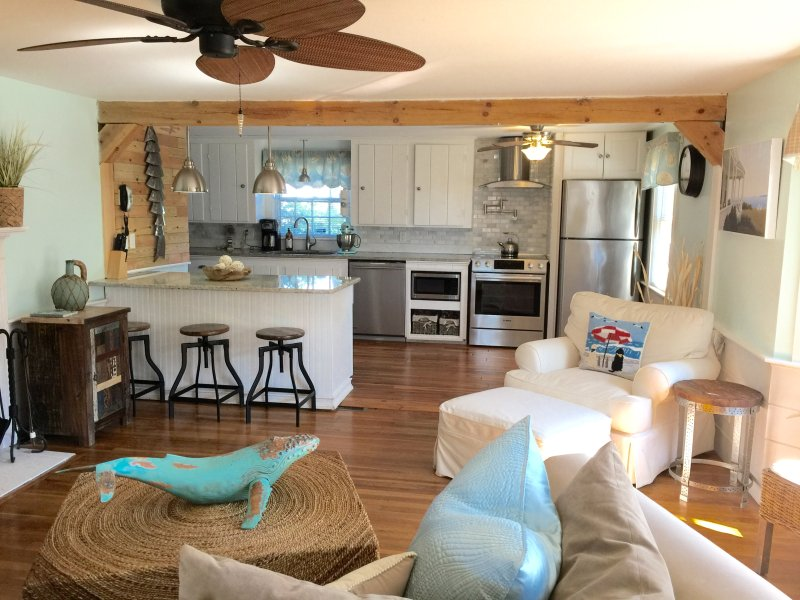 Beautiful Sweet Retreat w/ Cozy Open Floor Plan  - Sweet Retreat w Linens & Bikes - Minutes to Beach! - Dennis Port - rentals