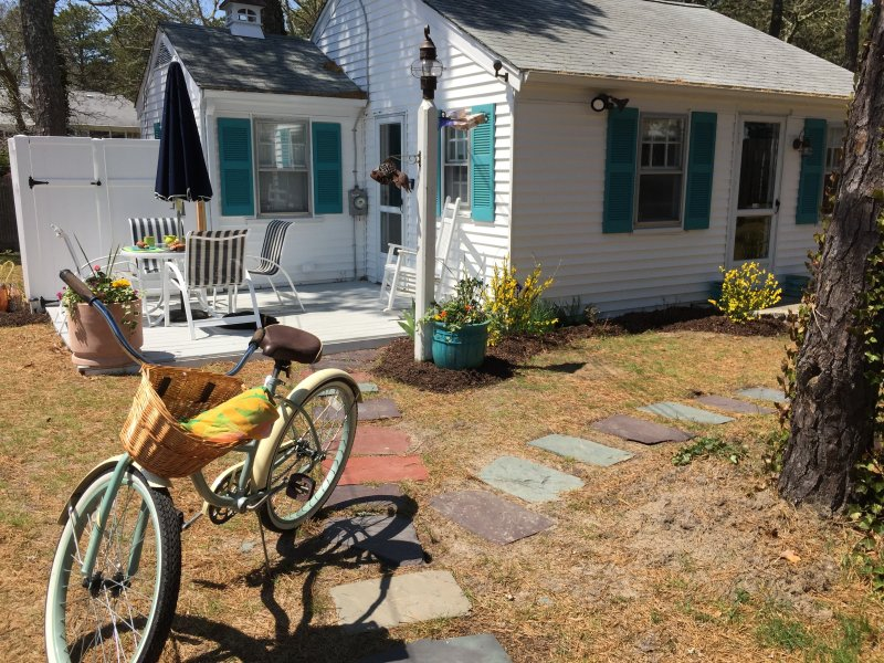 Your Home Away from Home in our Pretty Cottage - Cape Cod Gem w Linens & Bikes- Minutes to Beaches! - Dennis Port - rentals