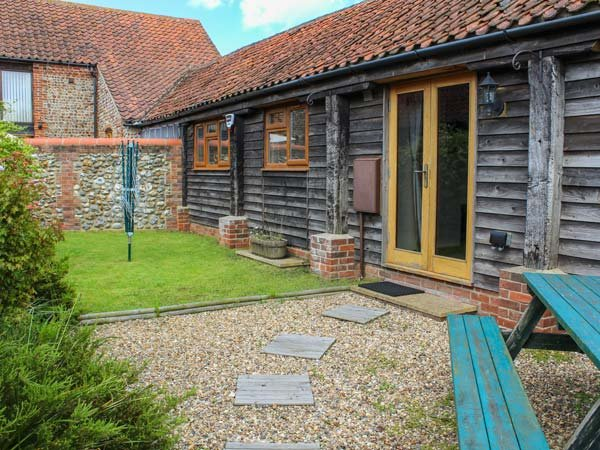 DUCKLING BARN all ground floor, pet-friendly, coastal property in Bacton Ref 940678 - Image 1 - Bacton - rentals