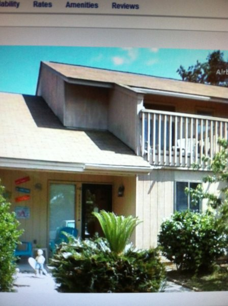 Grandpa Jack's beach house! Just look for the turquoise chairs out front! - Pet-Friendly, Walk to beach !! Hot tub !! - Myrtle Beach - rentals