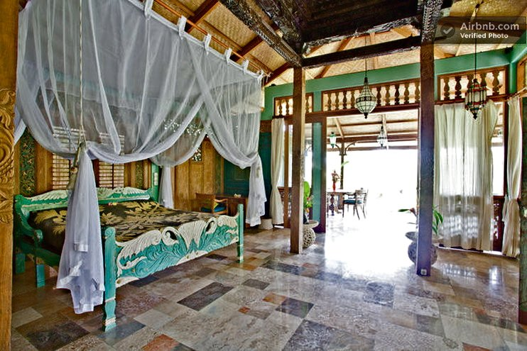 Villa: Master bedroom, looking out to the veranda. - Villa Delicious, exotic, In Ubud rice fields. - Ubud - rentals