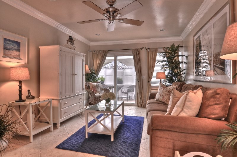 Beautiful living room with all new furniture. - Discounted 5/17-5/31 - 3 night min. 1 Block to Beach & Pier in Pier Bowl. - San Clemente - rentals
