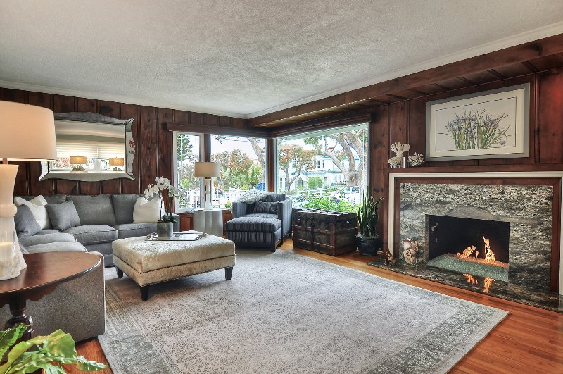 Great living room for conversation and reading! - Discounted 6/1-6/30 - Coastal Cottage, Just 1/2 Block to the Beach! - Corona del Mar - rentals