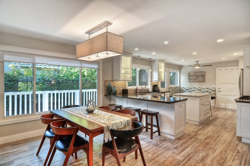 Dining room table seats 6, plus 3 stools at kitchen bar. - Discounted 5/17-5/31 - 3 night min. Hot tub, game room, & more, near beaches! - San Clemente - rentals