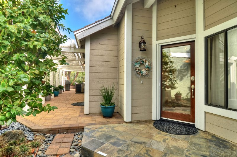 Welcome to Beachville! - Beautiful Beachy Home with Private patio & hot tub, community pool & tennis courts. - Laguna Niguel - rentals