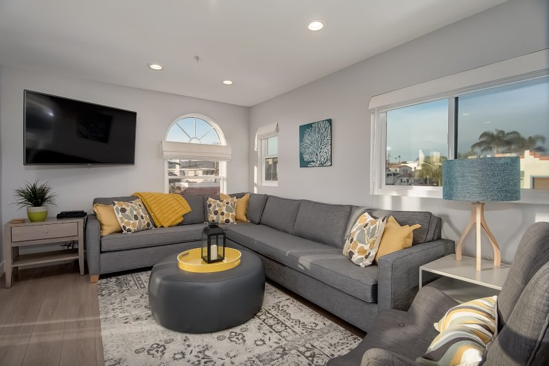 Welcome to your new home in the San Clemente Pier Bowl! - Modern Pier Bowl condo with ocean views! Walk to beach, pier, & restaurants! - San Clemente - rentals
