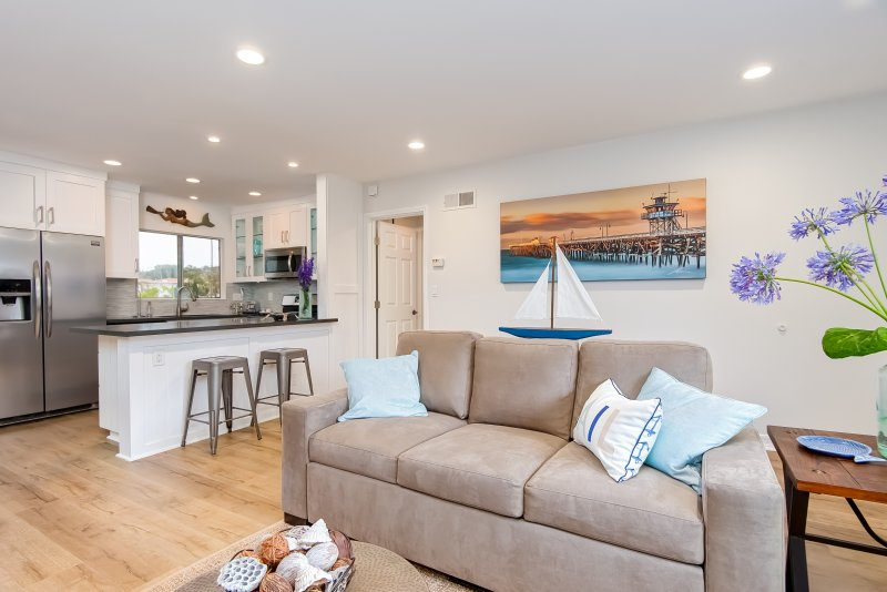 Welcome to Hideaway C a comfortable vacation rental condo near the beach in San Clemente - Oct-Nov Special $99/night! (excluding Thanksgiving) 4 houses to beach access and steps to Casa Romantica! - San Clemente - rentals