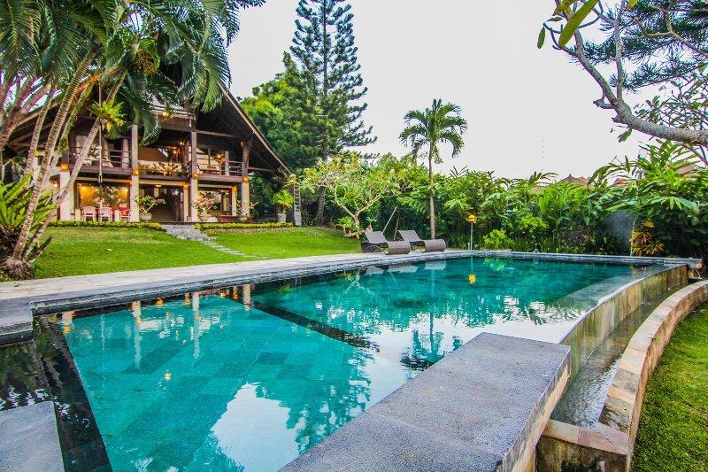 Pool & tropical garden - Villa Puri Burung, Canggu, Bali. 1 km d'Echo beach - Canggu - rentals