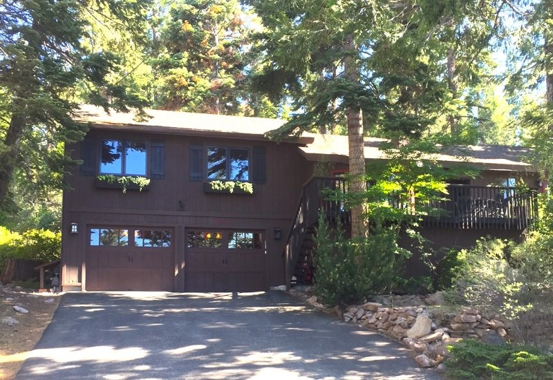 Lakeside in summer - Relax at Lakeside Agate Bay w/ Hot Tub & Beach - Tahoe Vista - rentals