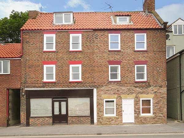 ODD SOCK COTTAGE, apartment, over three floors, central location, by beach, in Whitby, Ref 932643 - Image 1 - Whitby - rentals