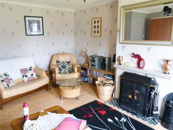 SISTER'S VIEW en-suite, loch views, pet-friendly, WiFi in Ratagan, Dornie Ref 936984 - Image 1 - Dornie - rentals