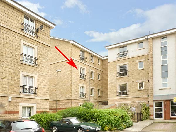4/6 DRYDEN GAIT, central second floor apartment, super king-size bedroom, parking, in Edinburgh, Ref 939069 - Image 1 - Edinburgh - rentals