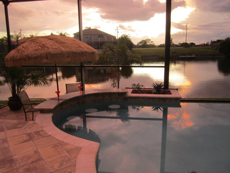 Sunset by the pool bar - saltwater infinity pool - Brand New 2013 - Villa - Swim Up Infinity Pool Bar - Cape Coral - rentals