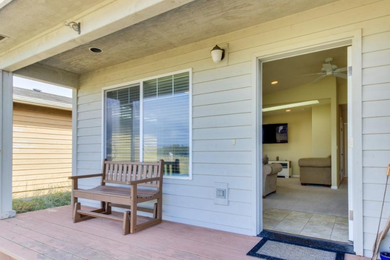 Dog-friendly home w/ bay views, nearby beach & bay access & shared pool, tennis! - Image 1 - Waldport - rentals