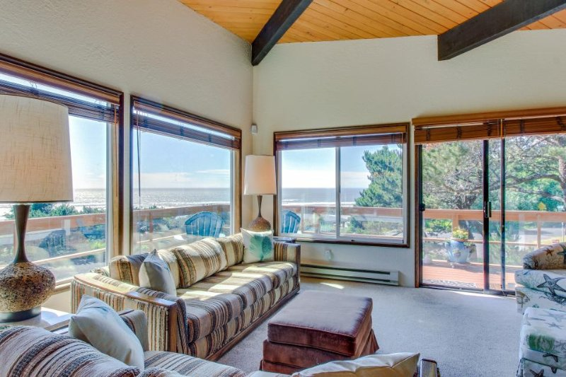 Sunny home w/ ocean view, private hot tub & beach access! - Image 1 - Newport - rentals