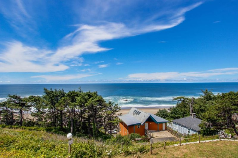 Enormous, renovated, dog-friendly home w/ ocean views & easy beach access! - Image 1 - Lincoln City - rentals