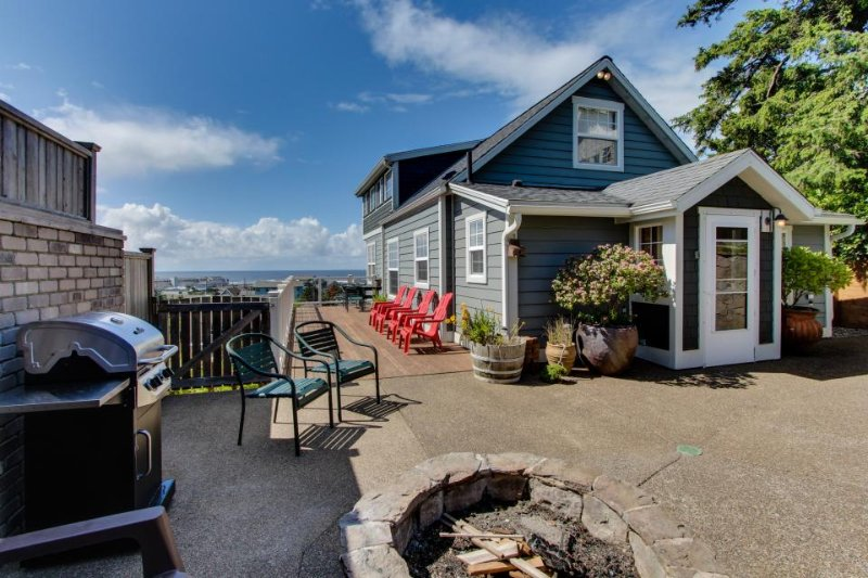 Renovated home w/ ocean views, private hot tub & nearby beach access - Image 1 - Newport - rentals