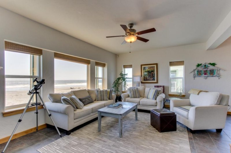 Modern oceanfront house w/ gorgeous views & easy beach access - dogs ok! - Image 1 - Gold Beach - rentals
