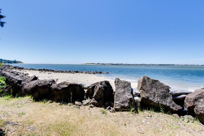 Dog-friendly bayfront cottage in town w/incredible views, close to shops & beach - Image 1 - Waldport - rentals