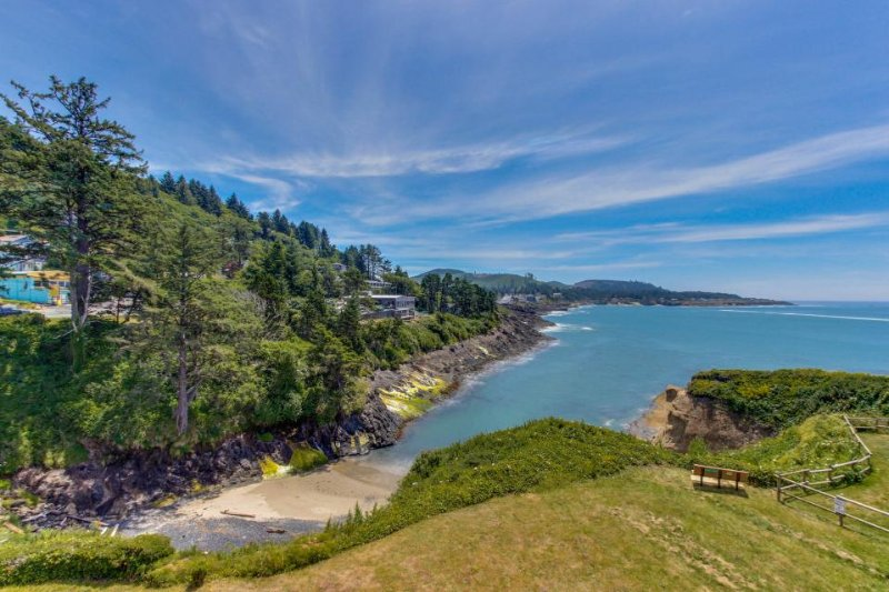 Gorgeous oceanfront condo w/ incredible ocean views, easy beach access! - Image 1 - Depoe Bay - rentals