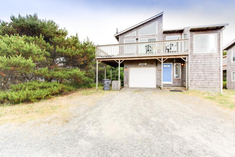 Quiet dead-end street, ocean views, pet-friendly! - Image 1 - Manzanita - rentals