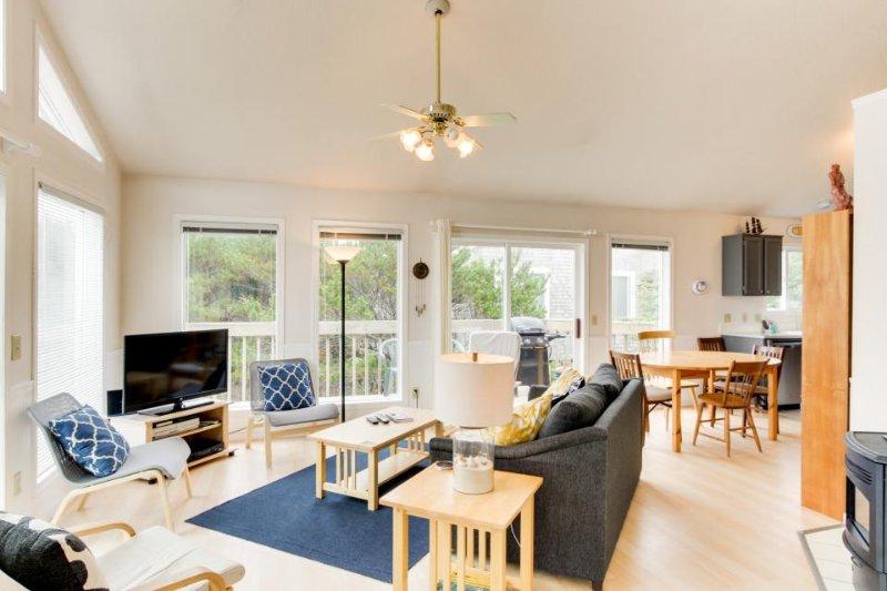 Elegant dog-friendly home on quiet dead-end street w/ocean views! - Image 1 - Manzanita - rentals