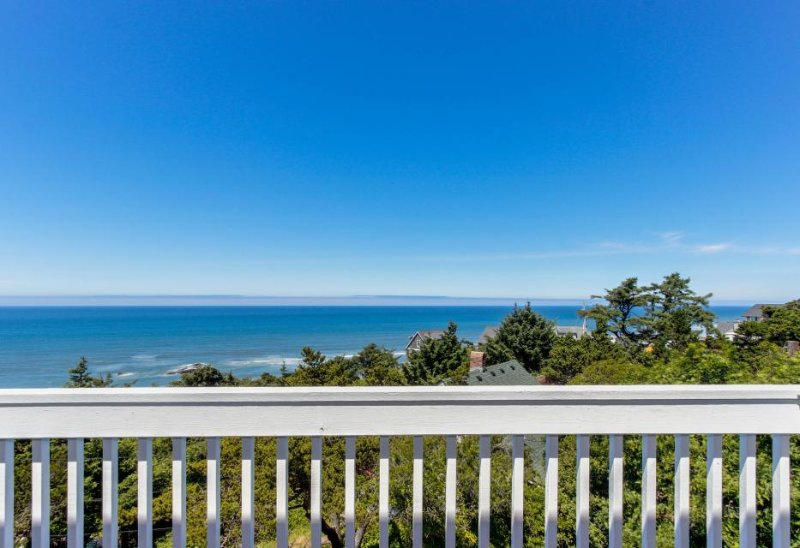 Upper-level studio with a balcony; dog-friendly and great ocean views! - Image 1 - Lincoln City - rentals