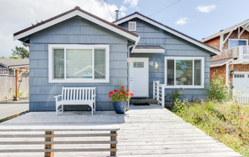 Recently remodeled dog-friendly home close to the beach! - Image 1 - Cannon Beach - rentals