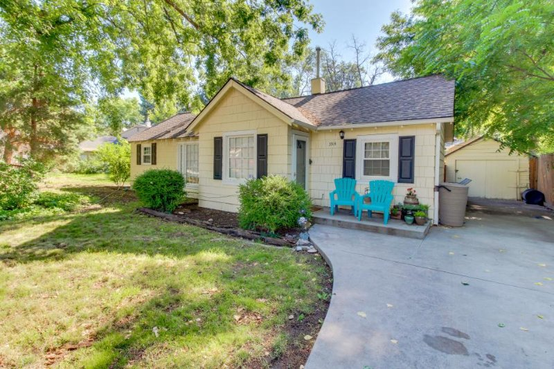 Comfy, dog-friendly home w/ spacious yard, near local parks & downtown! - Image 1 - Boise - rentals