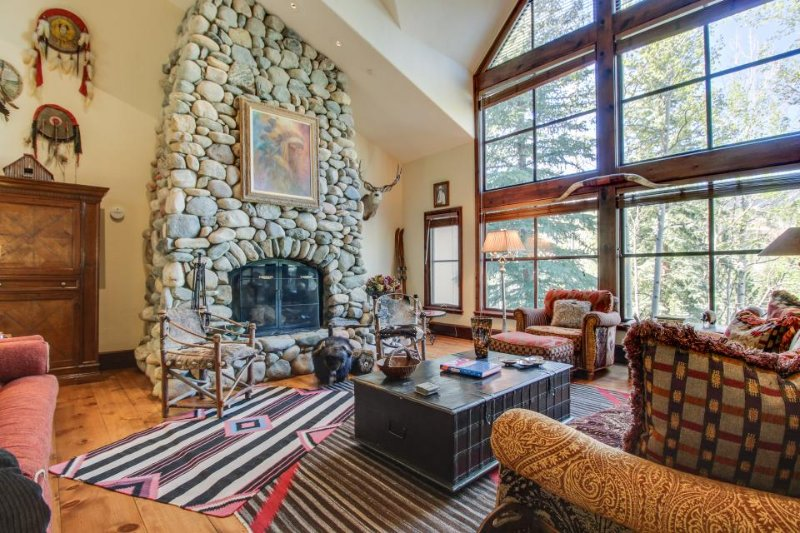 Luxury alpine home w/jetted tub, close to skiing! Includes shared hot tub, pool! - Image 1 - Beaver Creek - rentals