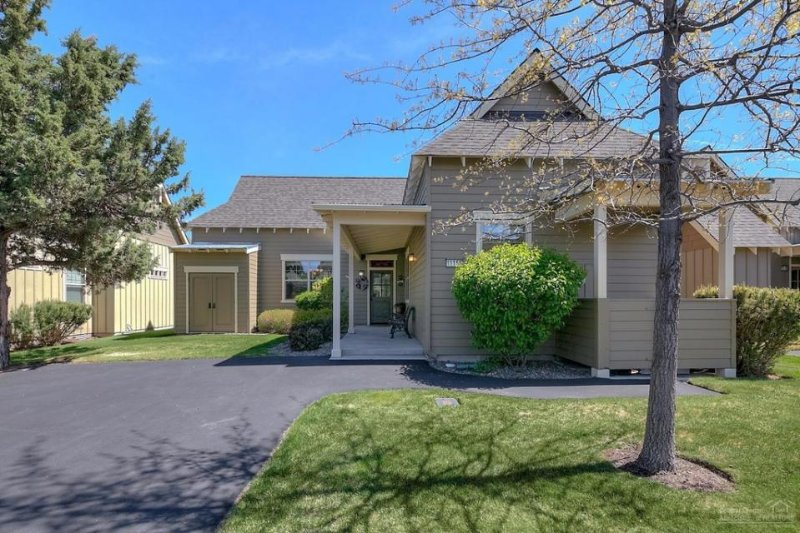 Charming one-level home w/ private hot tub, pool & other resort amenities! - Image 1 - Redmond - rentals