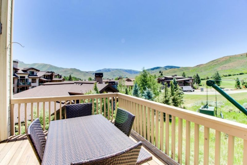 Spacious w/access to shared pool, hot tub, tennis courts + discounts on golf! - Image 1 - Sun Valley - rentals