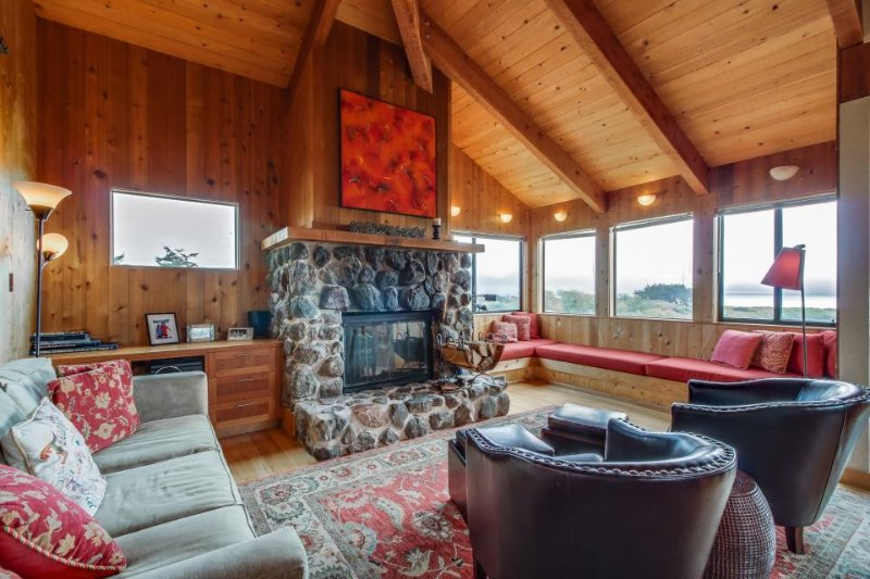 Dog-friendly w/ ocean views, private hot tub & shared pool, walk to Shell Beach - Image 1 - Sea Ranch - rentals