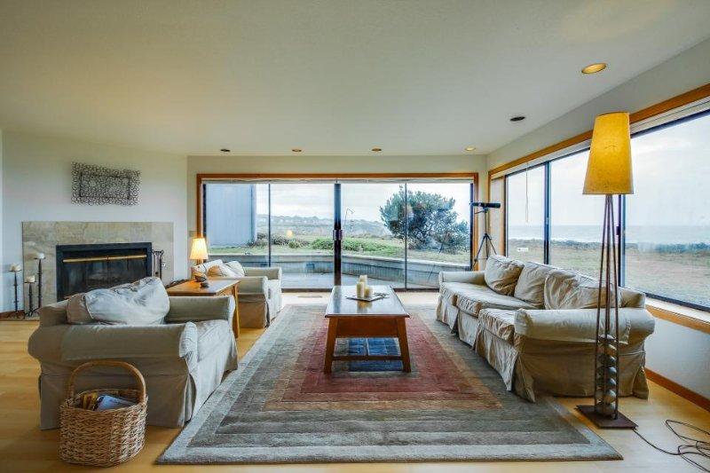 Dog-friendly oceanfront home w/private hot tub, shared pool, views from deck - Image 1 - Sea Ranch - rentals