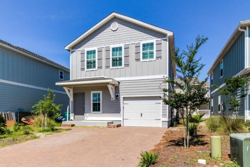 Modern house with upgrades and prime location minutes from the beach! - Image 1 - Panama City Beach - rentals