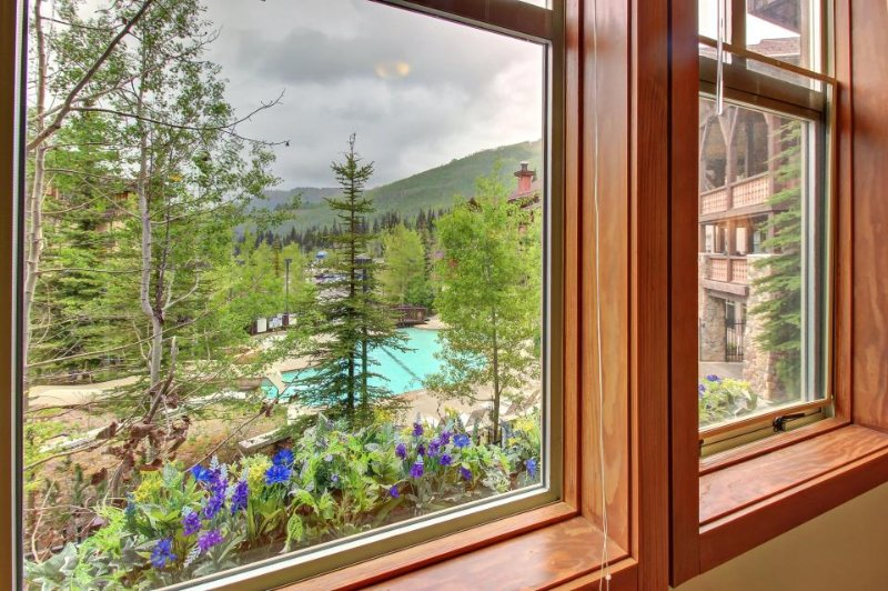 Tasteful ski-in/ski-out condo w/ shared hot tub, pool & more! - Image 1 - Solitude - rentals