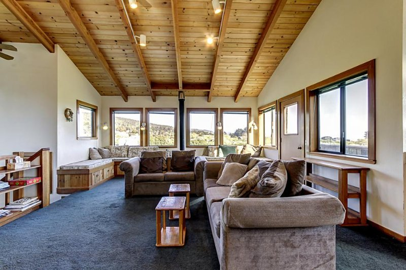 Walk to Shell Beach from this Sea Ranch home w/hot tub & shared pool! - Image 1 - Sea Ranch - rentals
