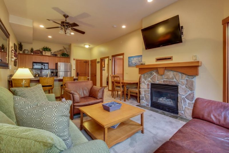 Remodeled ski-in/ski-out condo with a shared pool, hot tub & fitness center! - Image 1 - Solitude - rentals