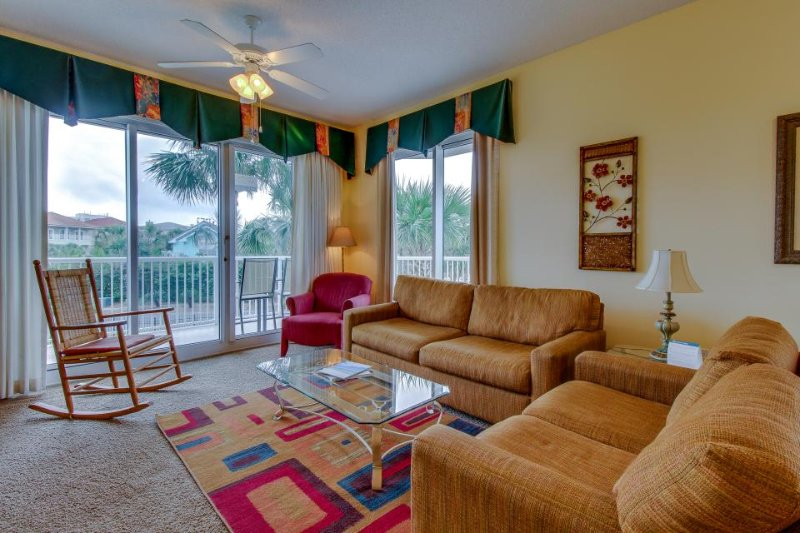 Group getaway w/ close beach access, shared hot tubs, pool, tennis & more - Image 1 - Destin - rentals