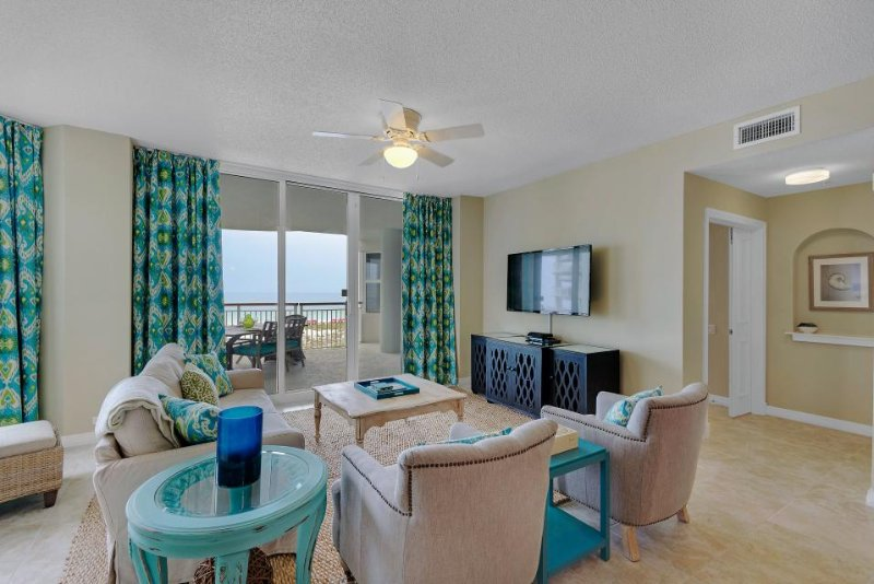 Sunny, waterfront condo w/ beautiful balcony views & shared pool - walk to beach - Image 1 - Navarre Beach - rentals