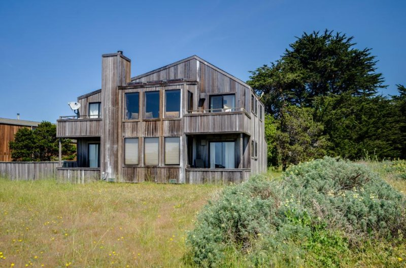 Enjoy ocean views, a private hot tub, & shared pool! Two dogs okay! - Image 1 - Sea Ranch - rentals