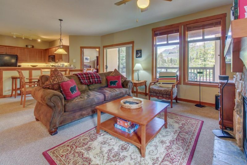Ski-in/ski-out mountain view condo with a shared pool, hot tub & game room! - Image 1 - Solitude - rentals