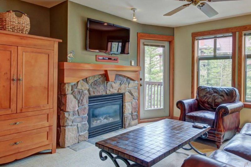 Wonderful ski-in/ski-out condo with access to Club Solitude's pool & hot tub! - Image 1 - Solitude - rentals