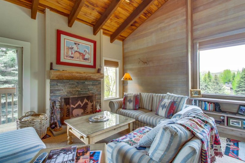 Cabin-style condo w/ shared hot tub & pool, walk to slopes! - Image 1 - Sun Valley - rentals