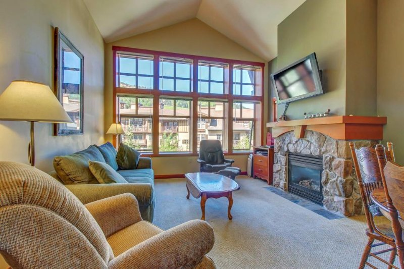 Ski-in/ski-out condo with shared hot tub, pool & more - awesome views! - Image 1 - Solitude - rentals