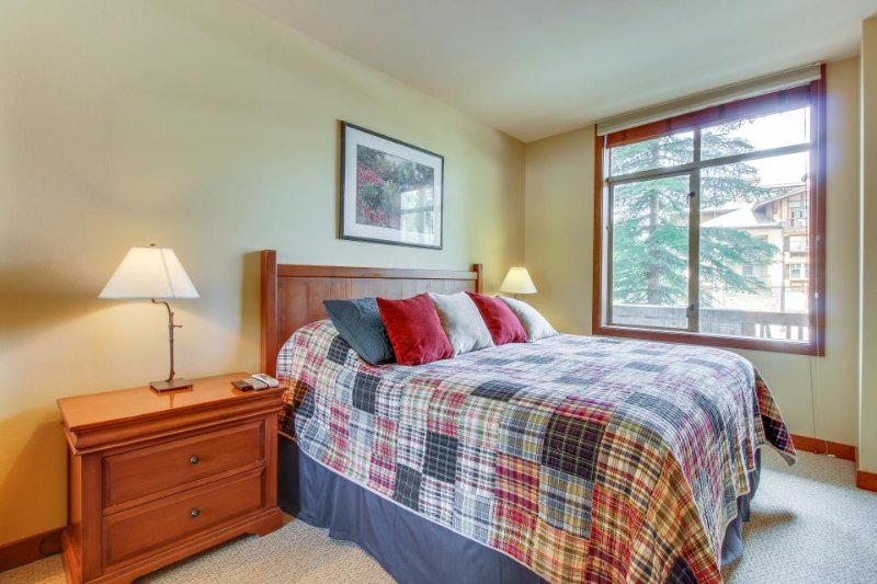 Ideal ski-in/out condo w/ access to Club Solitude & shared hot tub & pool! - Image 1 - Solitude - rentals